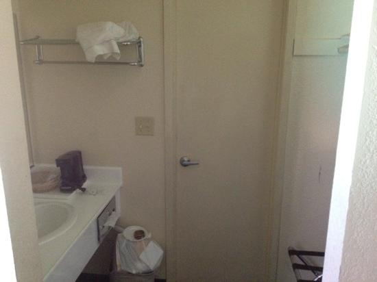 Sink closet and bathroom picture of travelodge inn for Closet bathroom suites