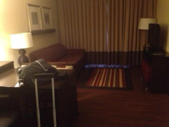 Embassy Suites Jackson-North/Ridgeland: nice place to sit with blackout curtains