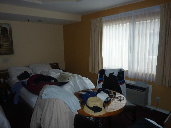 Wilshire Crest Hotel: Room 2