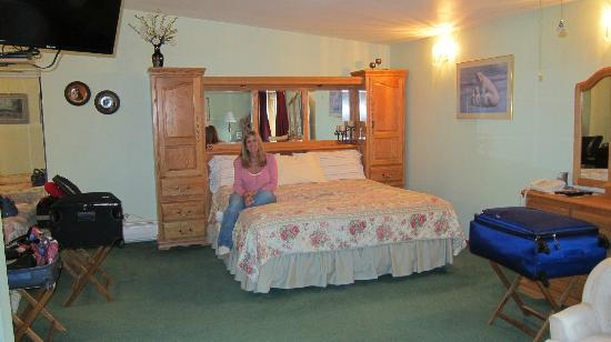Alaska House of Jade Bed and Breakfast: Comfortable bed