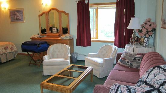 Alaska House of Jade Bed and Breakfast: Sitting area