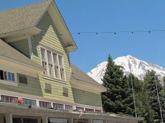 McCloud Mercantile Hotel: Mt Shasta watching over in the distance