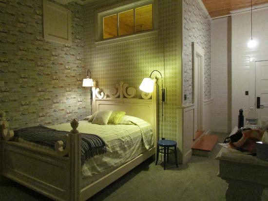 McCloud Mercantile Hotel: Master bed in GG's attic- the most comfortable bed you'll ever sleep in