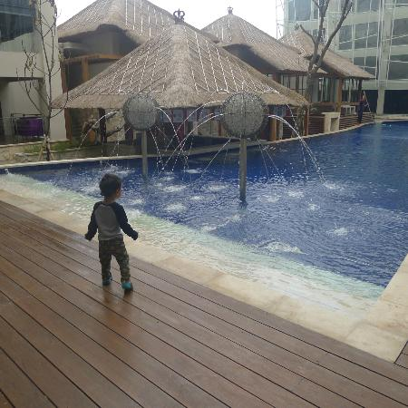 Grand Mega Resort & Spa Bali: Our son really fascinated with the pretty pool.