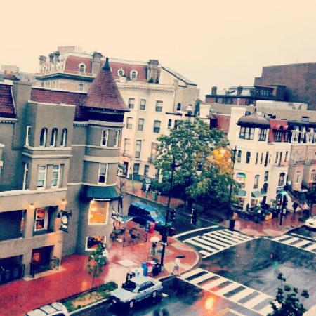 Residence Inn Washington/Dupont Circle: the outside view from the room :)