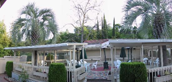 Garden Inn Hotel: Back yard party area