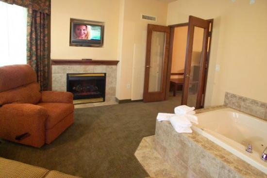 Ramada Appleton: Whirlpool Area of Whirl Pool King Suite
