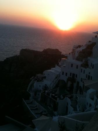Oia Mare Villas: Sunset view