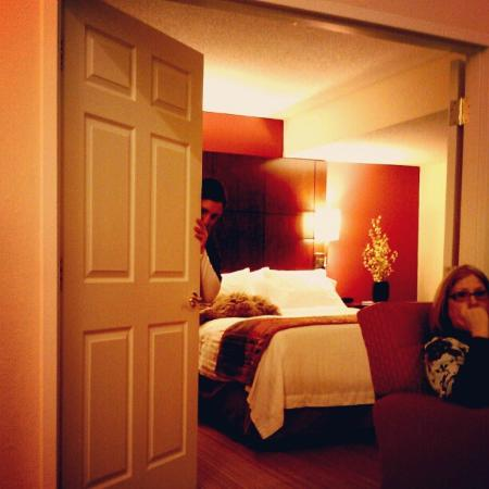 Residence Inn Omaha: Just a glimpse into the master bedroom from the living area.
