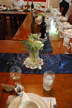 Florida House Inn: table in dining room