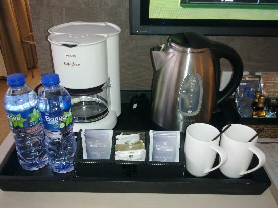 Fleming Hotel: Coffee machine and accessories