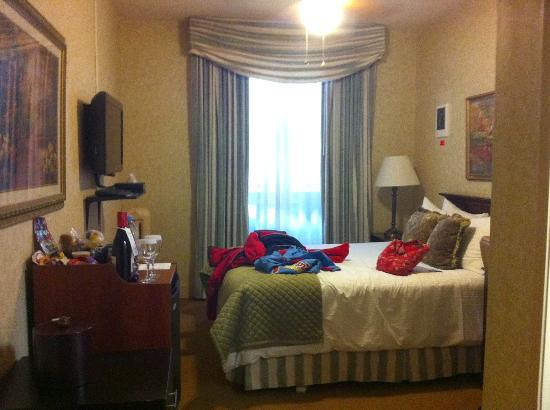 Majestic Hotel: Bedroom - small but for one night it is sufficient