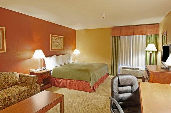 ‪BEST WESTERN PLUS Denton Inn & Suites‬