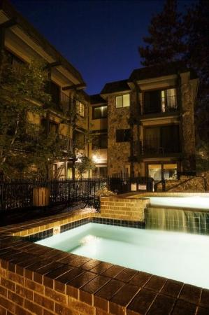 Inn by the Lake: Pool Building at Nights
