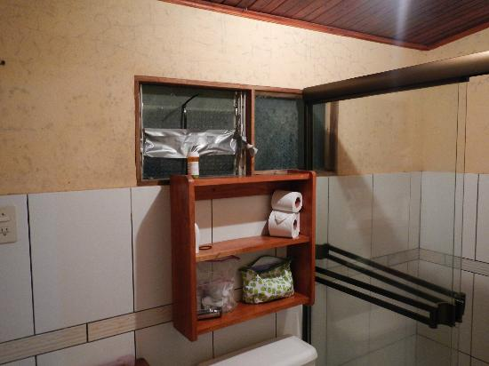 Quetzal Inn: Our bathroom