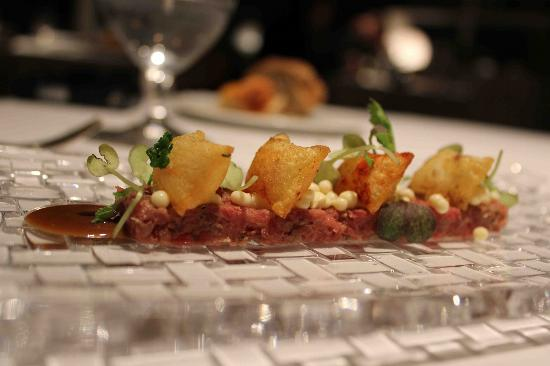 Steak tartare with mustard ice cream (43180789)