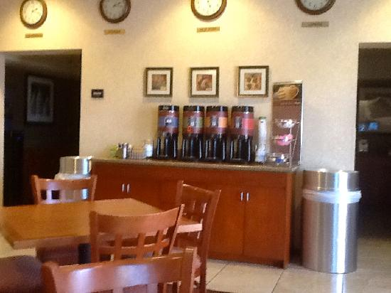 Hampton Inn & Suites Phoenix Airport South: coffee area