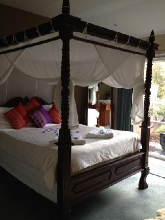 Weeroona Bed & Breakfast: our majestic bed on arrival