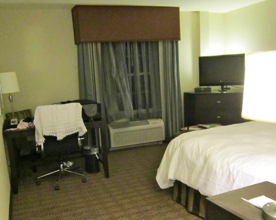 Hampton Inn & Suites Yonkers: Bedroom