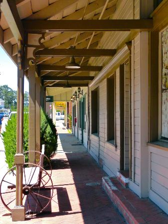 Bike Lane Inn: Templeton - tiny historic town