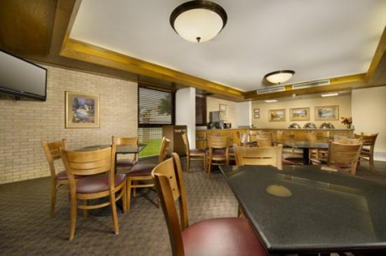 Drury Inn & Suites San Antonio Northeast: Lounge