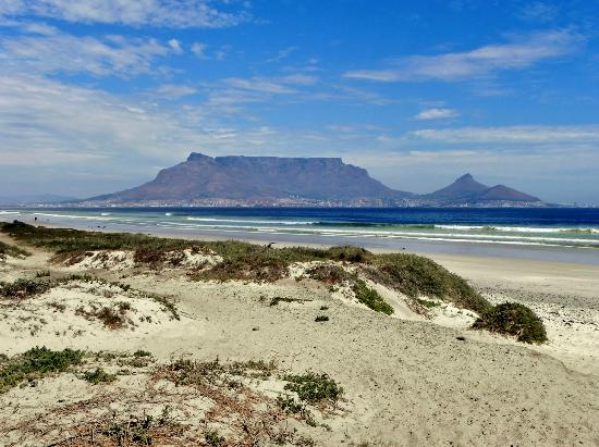 Pink Rose Guesthouse & Spa - Gay resort: Blick zum Tafelberg am Bloubergstrand