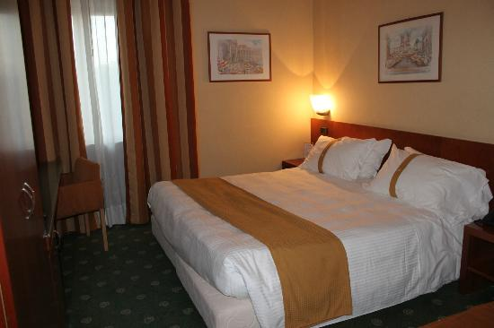 Holiday Inn Rome Aurelia Hotel: The really cosy bed