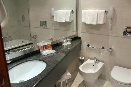 Holiday Inn Rome Aurelia Hotel: bathroom