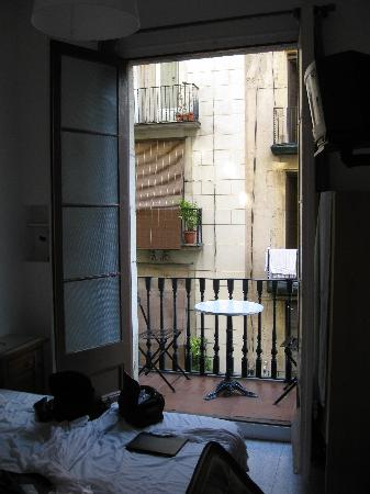 Pension Francia: Room 11 has a balcony on the main street and own batrhoom - nice!