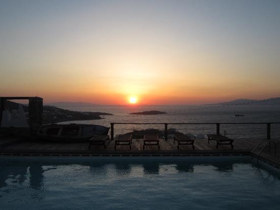Tharroe of Mykonos Hotel: View from the pool area at sunset...