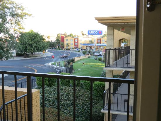 La Quinta Inn Sacramento Downtown: Looking out from our room.