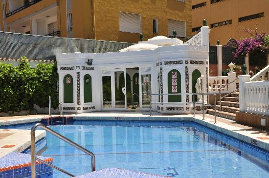 Sol Don Pedro Hotel: small poll and jacuzzi area