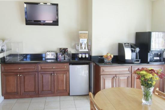 America's Best Value Inn & Suites: Breakfast Area 2
