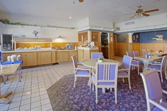 Americas Best Value Inn &amp; Suites-Tyler/Downtown: Breakfast Area