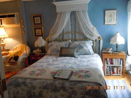 Charlotte's Rose Inn: The Jacques Cartier room