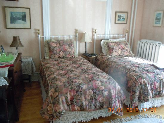 Charlotte's Rose Inn : another guest room