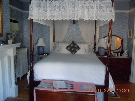 Charlotte's Rose Inn: another guest room