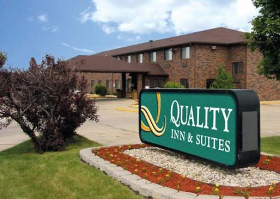 Quality Inn &amp; Suites Champaign: Exterior