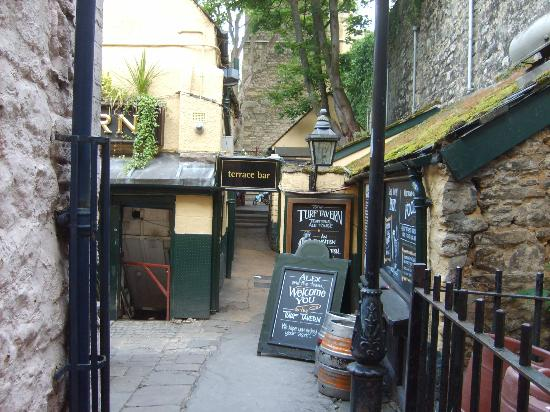 Entrance Into Alley Picture Of The Turf Tavern Oxford Tripadvisor