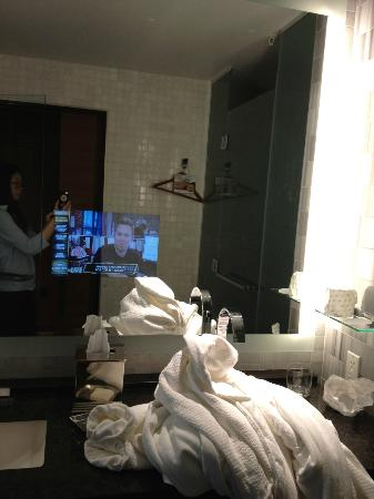 The Ritz-Carlton, Los Angeles: TV in the mirror in bathroom