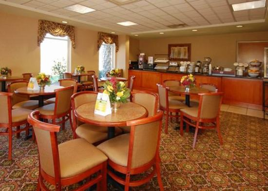 Comfort Inn &amp; Suites: breakfast
