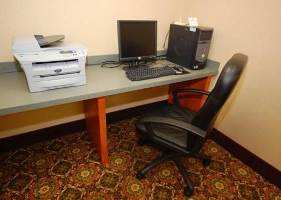 Comfort Inn &amp; Suites: business center