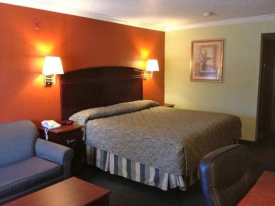 Americas Best Value Inn  Forth Worth: King Suite