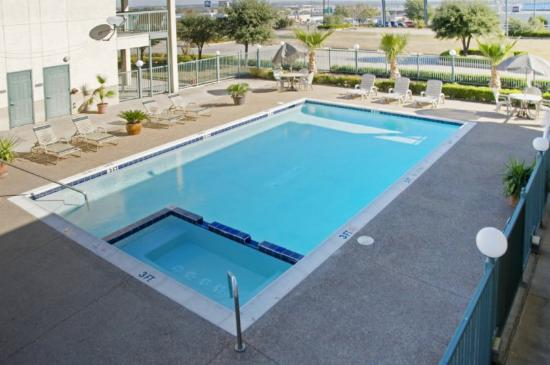 Americas Best Value Inn  Forth Worth: Outdoor Pool