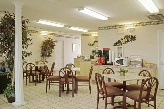 Americas Best Value Inn  Forth Worth: Breakfast Area