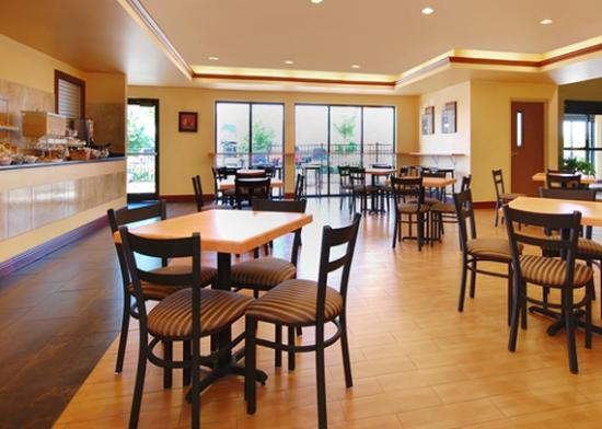 Comfort Suites Elgin: Breakfast room