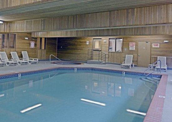 Comfort Suites Portland Airport: Indoor Heated Pool