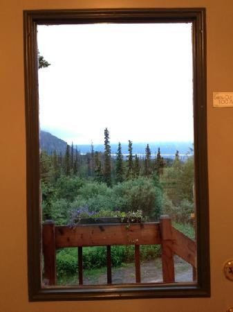 Tundra Rose Guest Cottages: glacier view from the window