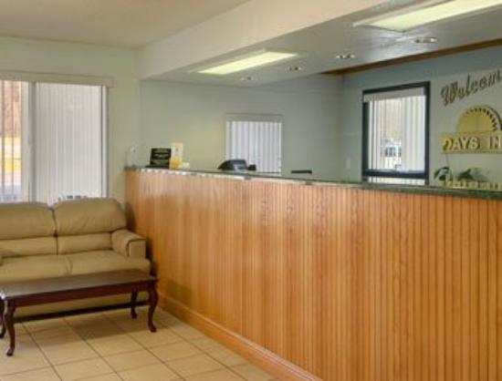 Days Inn Scottsboro: Lobby