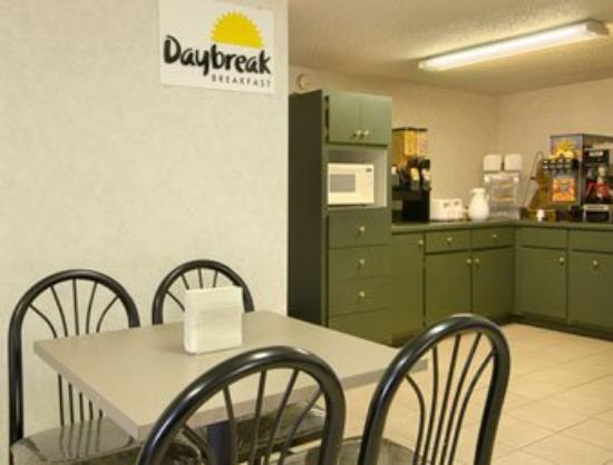 Days Inn Scottsboro: Breakfast Area